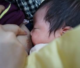 모유수유의 기간이 길수록 엄마의 산후우울증을 극복하는데 도움이 됩니다.[대전 산후조리 한약 유앤그린여성한의원]