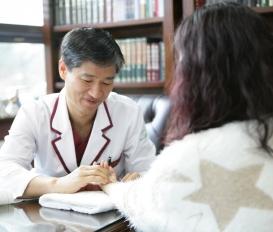 부인과 악성 종양 및 나팔관개통 상태에 대한 평가 및 진단은 산부인과적 검진이 필수입니다.
