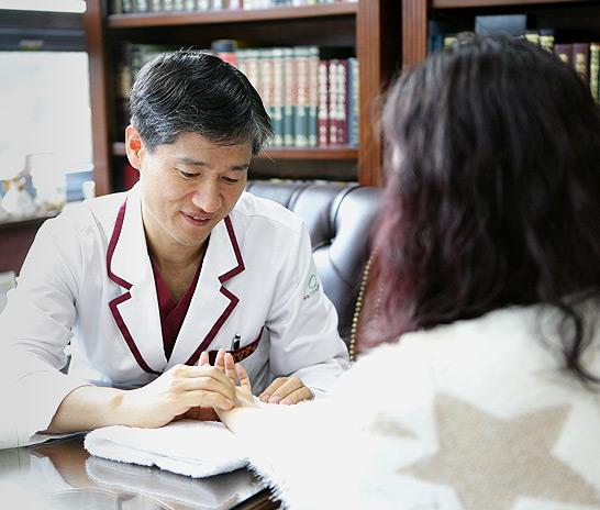 폐경 여성의 골다공증에 영향을 미치는 요인들[대전유앤그린여성한의원]