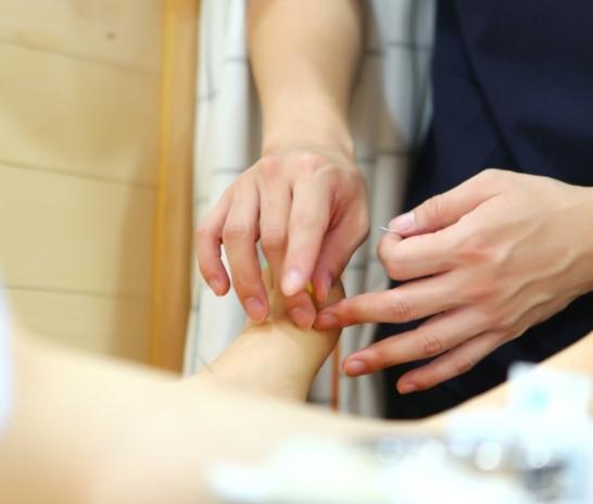 18회 이상의 침치료가 만성전립선염에 도움이 될 수 있습니다.  [유앤그린 여성한의원]